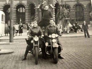 AJS en Harley-Davidson (collectie mw. Serré-van Herpen)